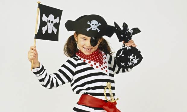 Girl-in-pirates-outfit-008