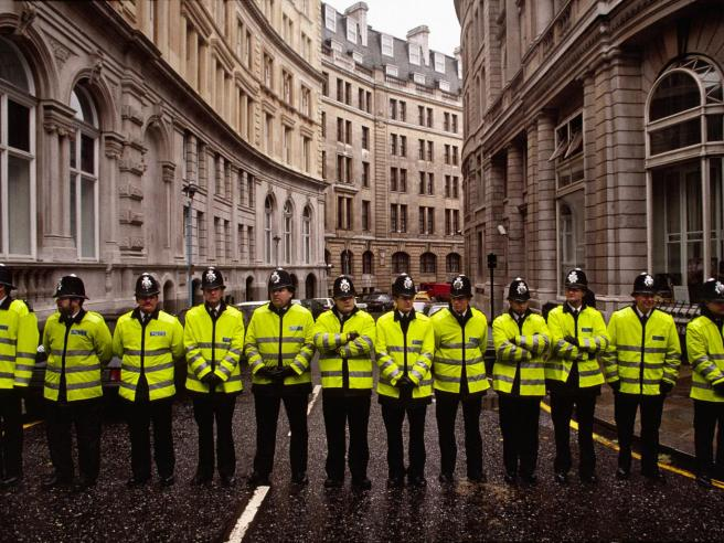 39-uk-police-corbis